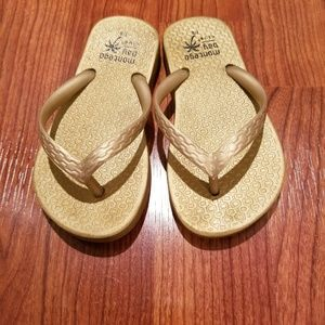 Other - Little girls GOLD flip flops toddler size 9